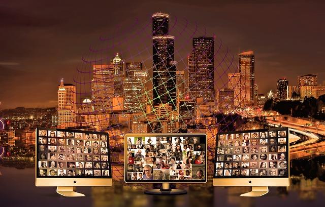 monitory a město