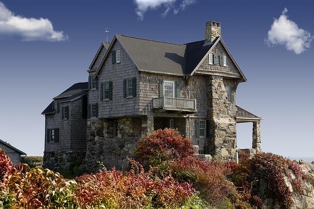 strašidelný dům na pobřeží