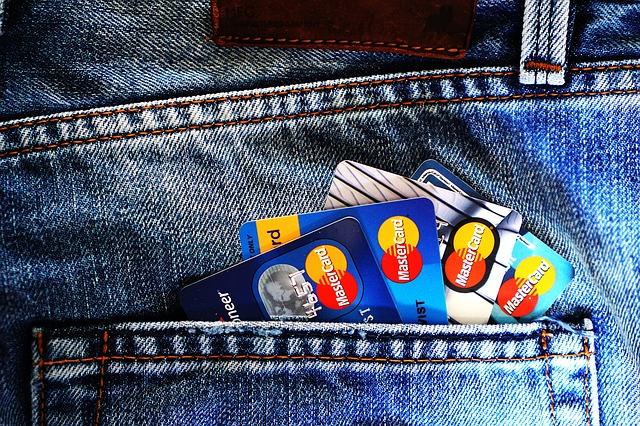 účty v kapse