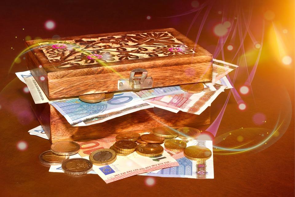 krabička s penězi